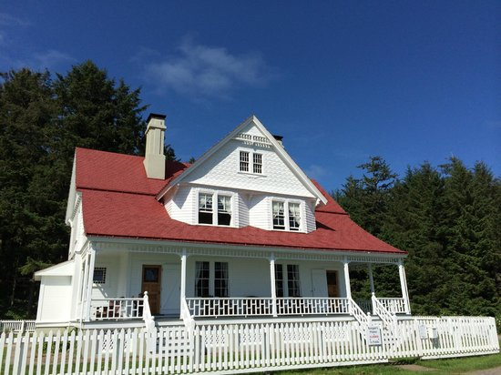 Heceta Head Lighthouse Bed and Breakfast: Front of the B&B