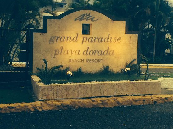 Grand Paradise Playa Dorada: Hotel entrance