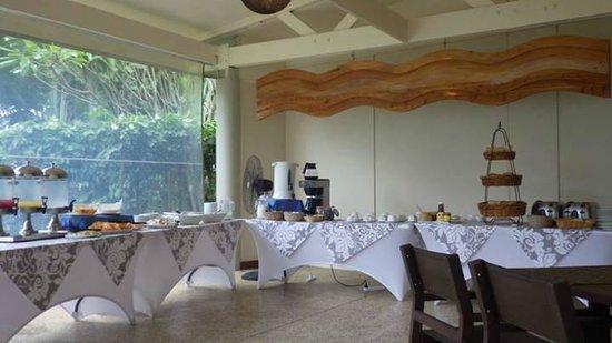 Sunset Resort: Breakfast Buffet at Anchorage (restaurant)