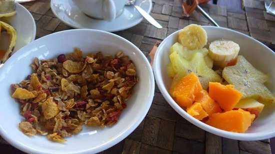 Sunset Resort: Tropical breakfast