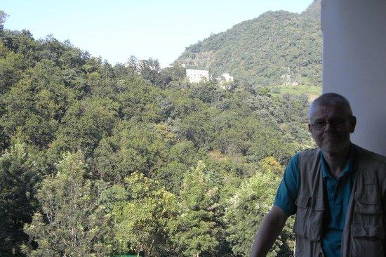 Ananda in the Himalayas: På balkonen uden for vores værelse.