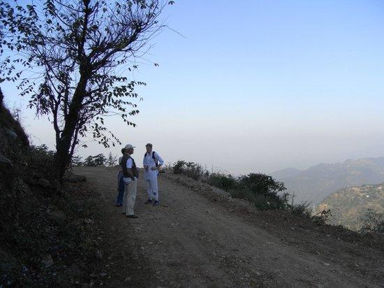 Ananda in the Himalayas: Vandretur til hinduistisk tempel.