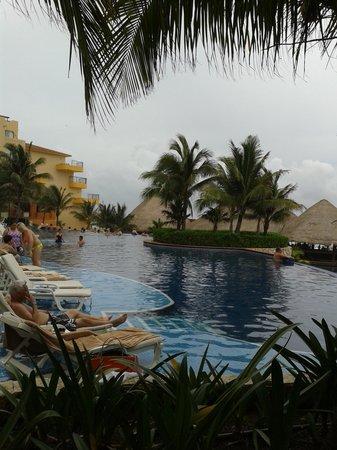 Fiesta Americana Condesa Cancun All Inclusive: Vista da piscina superior