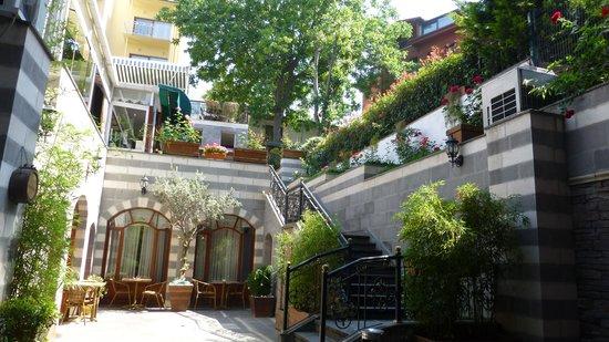 Garden House Istanbul : Innenhof Rose Garden House