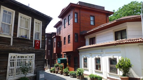 Garden House Istanbul : Aussenansicht Rose Garden House