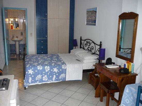 Myrto Apartments: Main room