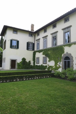 Villa di Piazzano: Front of hotel villa