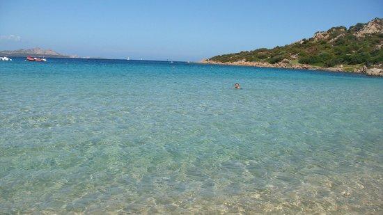 Hotel Li Graniti : plaża w Baia Sardinia