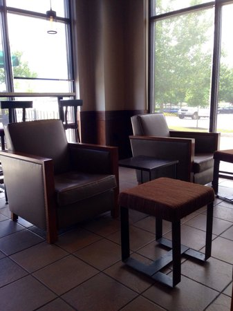 Starbucks : Seating area