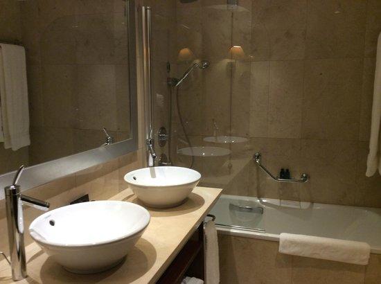 InterContinental Lisbon: Bath Double Sinks