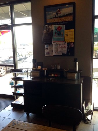 Starbucks : View of customer counter/ front door