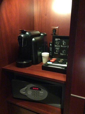 InterContinental Lisbon: Complimentary Coffee Maker