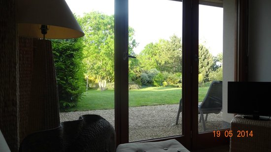 Chambres d'hotes Villa Blanc Marine - R. Husson : The restful view from Les Belles Sardines grand lit!
