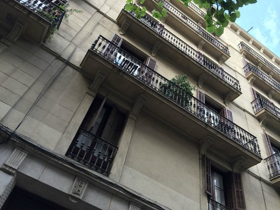 Casa Marcelo Barcelona: The view of B&B building.