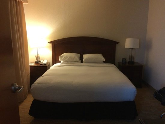 Doubletree by Hilton Sunrise - Sawgrass Mills : 2 room suite small bedroom