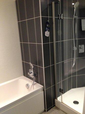 Novotel Suites Paris Issy les Moulineaux: salle de bain