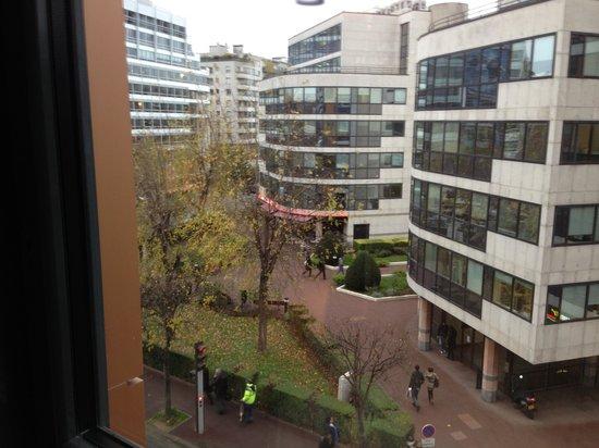 Novotel Suites Paris Issy les Moulineaux: vue sur rue