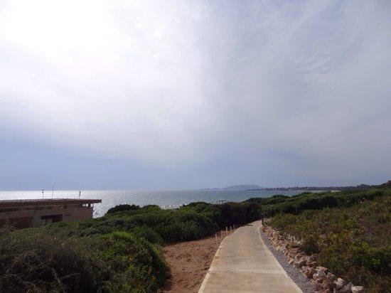The Westin Resort, Costa Navarino: Path leading to beach