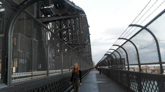 Puente de la bahía de Sídney: Walking over the bridge