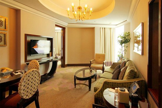 Raffles Makkah Palace : Signature suit living room with Haram View