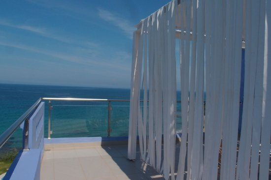 Mare Dei Suites Hotel Ionian Resort: terrrasse de la chambre nuptiale avec zone intime