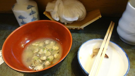 Daiwa Sushi: small clams in my miso soup!