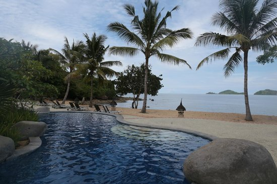 Bintang Flores Hotel - Labuan Bajo - Indonesia - Wandervibes - pool and beach