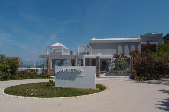 Mare Dei Ionian Hotel & Resort : entrée de l hotel