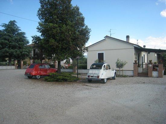 Terra Dei Santi Country House: Terra dei Santi & 2cv