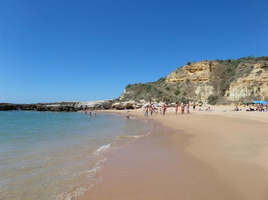 Auramar Beach Resort: Praia dos Aveiros. Dit stand kun je ook via de kliffen bereiken