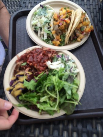 Sweet Home Waimanalo: Fish tacos & pulled pork plate.