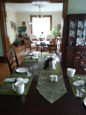 Alicion Bed & Breakfast: Dining Room