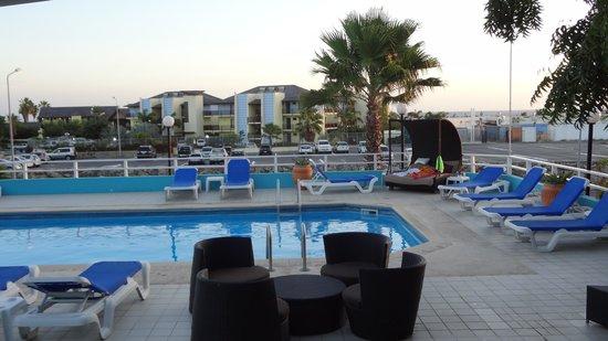 Bon Bini Seaside Resort: Poolbereich