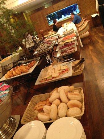 Kennedy Hotel: Breakfast - Cold Meats Selection