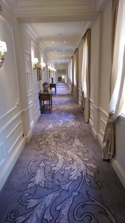Hotel Hermitage Monte-Carlo : Corridor (with THAT carpet)