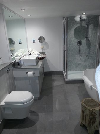 The Seafood Restaurant Accommodation: Bathroom in St Edmunds