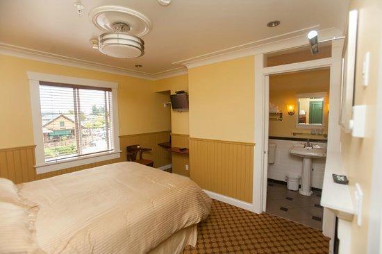 Salt Spring Inn : Deluxe Room