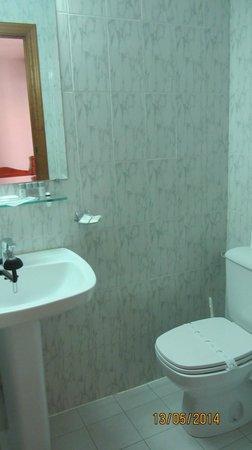 Hotel Santa Isabel: baño