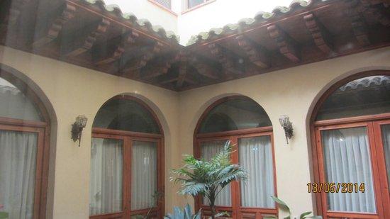 Hotel Santa Isabel: pequeño patio interior