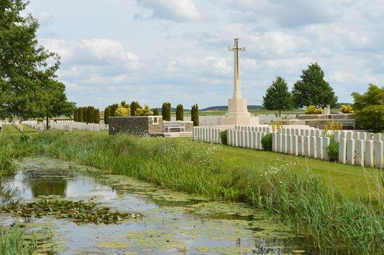 Bedford House Cemetery : Cross of Sacrifice