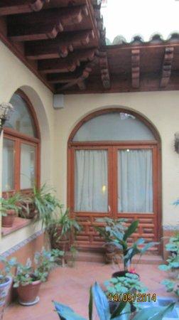 Hotel Santa Isabel: patio interior