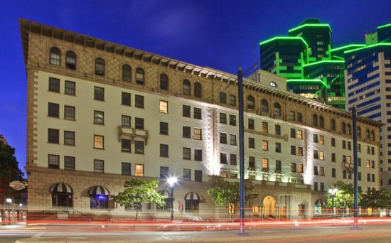 500 West Hotel San Diego Downtown: Hotel Exterior - Evening