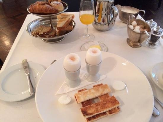 The Cliff TownHouse: wonderful breakfast