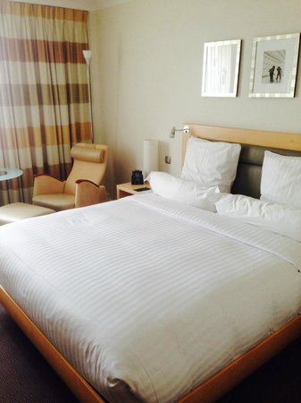 Hilton Duesseldorf : Le lit