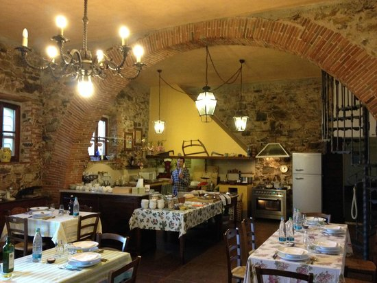 Relais La Cappella: kitchen + restaurant