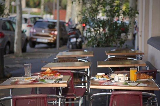Hotel Le Terminus d'Albi : Déjeuner en terrasse  6€