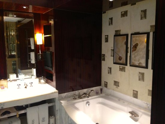 The Ritz-Carlton Beijing, Financial Street : Hotel Bathroom