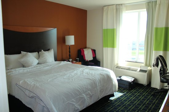 Fairfield Inn & Suites Madison East: King size bed