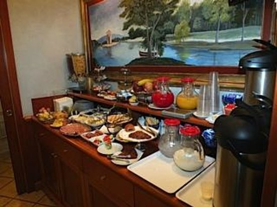 Hotel Golden: Wonderful breakfasts at the buffet table