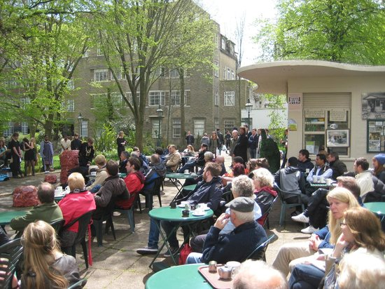 Pavilion Gardens Cafe: Customers watching Brit School perform at the Cafe in the Fringe